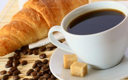 Кофе и круассан для отдыха